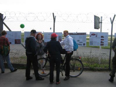 Ausstellung am Zaun