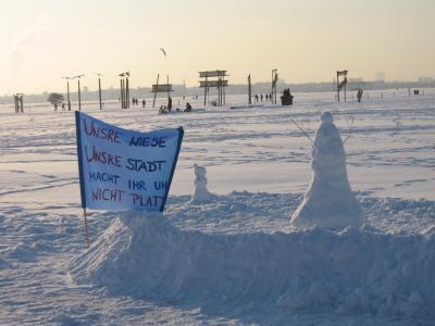 Protest im Schnee Tempelhofer Feld
